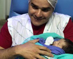 Hospital promove festa para pais de bebês de UTI Neonatal que receberão alta