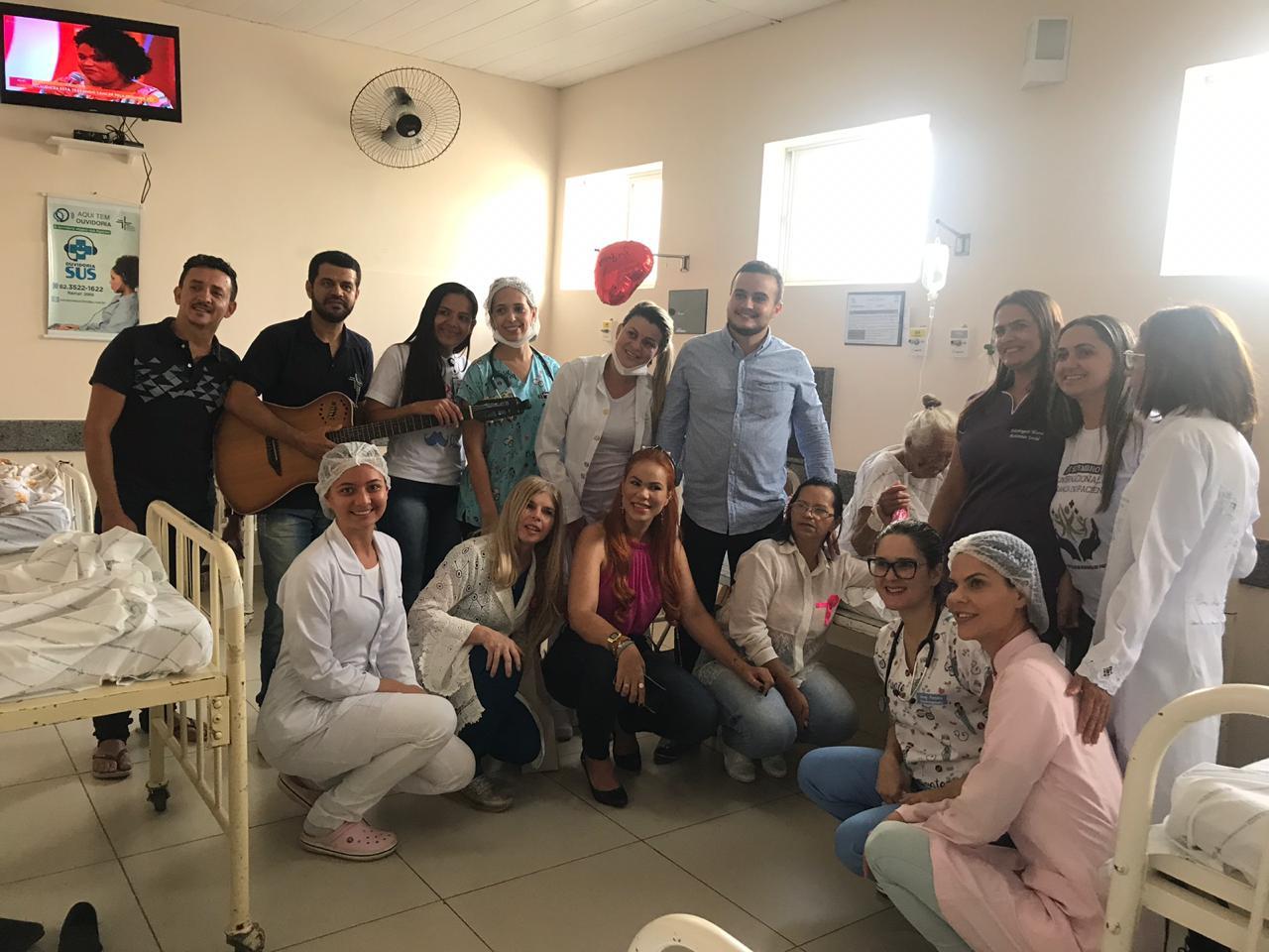 Hospital Regional comemora mês do Idoso com música e acolhimento