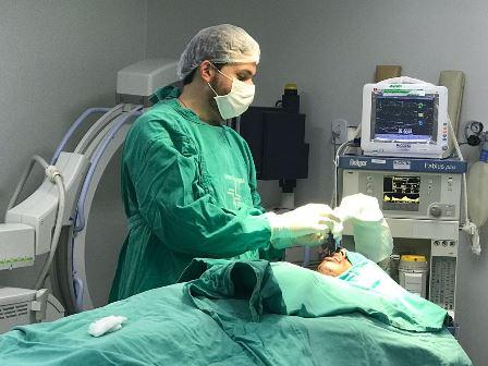 Hospital de Arapiraca realiza cirurgia facial em família que sofreu acidente no Sertão